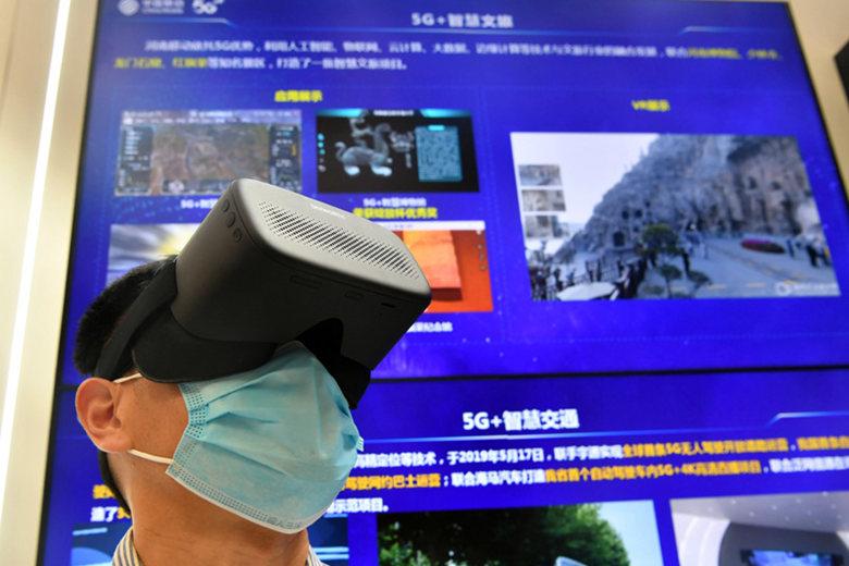 A visitor experiences 5G+ intelligent scenic spots via VR equipment